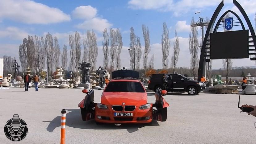 รถ BMW แปลงร่างเป็นหุ่นยนต์