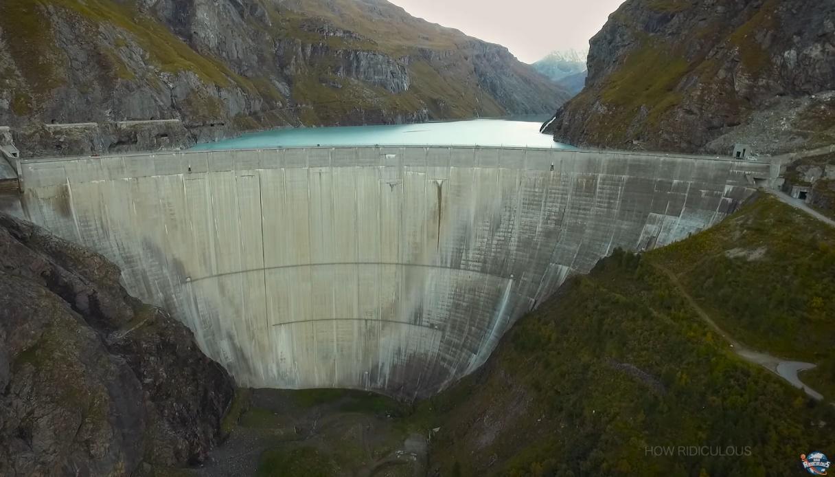 ชู้ตบาส ทุบสถิติโลก ที่ความสูง 180m
