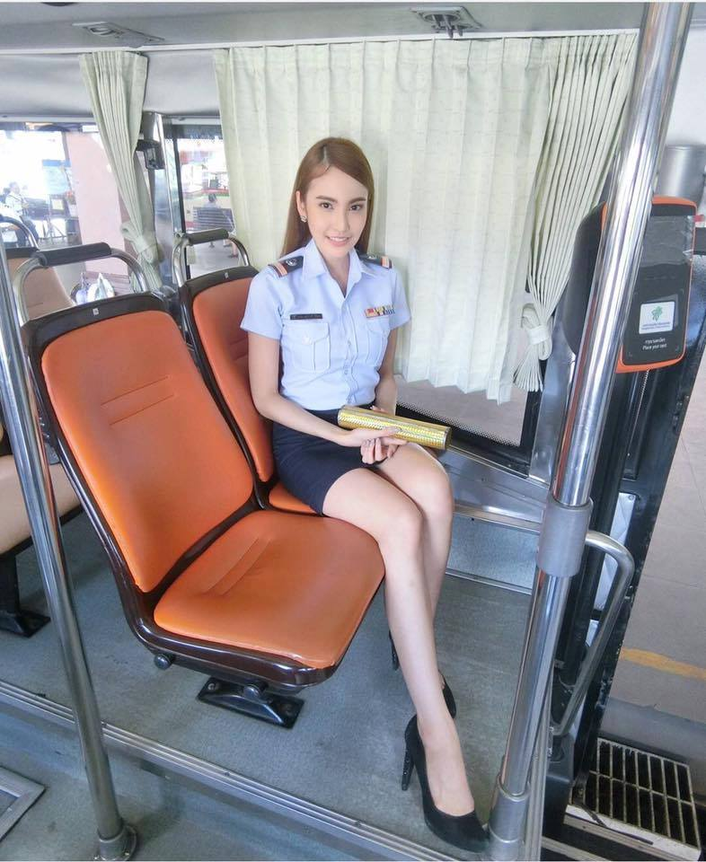 กระเป๋ารถเมล์นางฟ้า